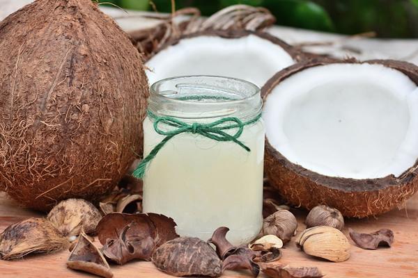 Nutrientes essenciais presentes no coco e seus benefícios
